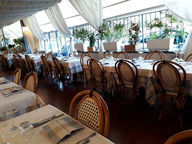 4 tavoli apparecchiati nella sala del ristorante albarosa