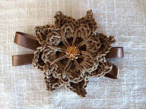 fiocco marrone a forma di fiore