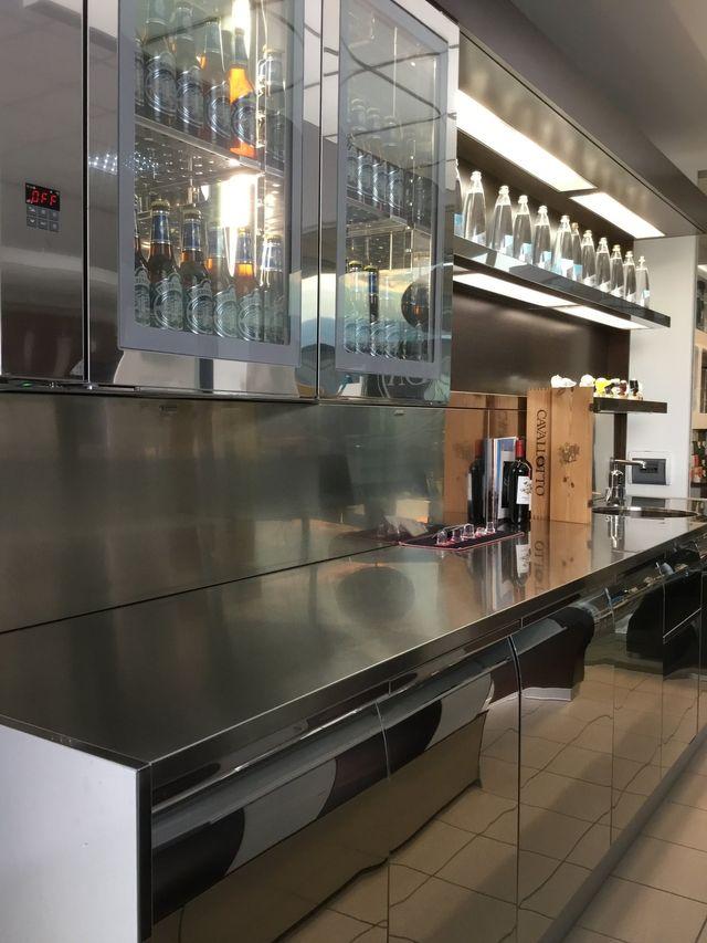 Duearreda arredamento negozi registratori di cassa for Ifi arredamenti bar