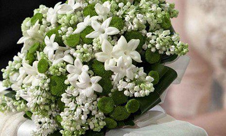 Un bouquet di fiori bianchi