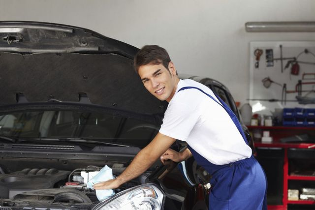 Collision repairs expert fixes a car in Shelbina, MO