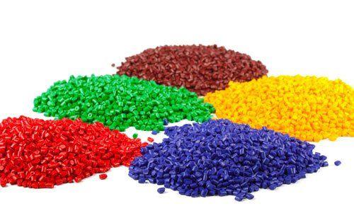 piccoli gommini colorati divisi in montagnette color rosso,verde, bordeaux, blu e giallo  a Lumezzane, BS
