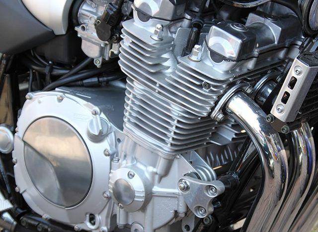 Primo piano del motore di una moto
