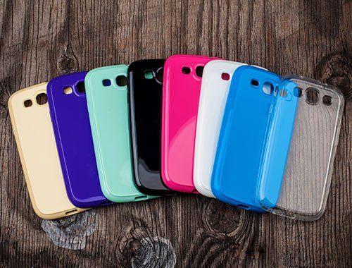Cover di diversi colori per cellulare al Gran Panda di Ancona