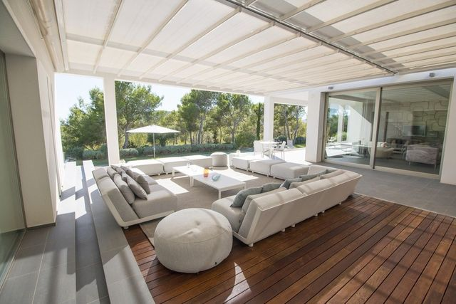Beautiful Contemporary Outdoor Deck And Conservatory