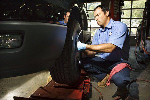 Mechanic doing BMW auto repair in Cincinnati, OH