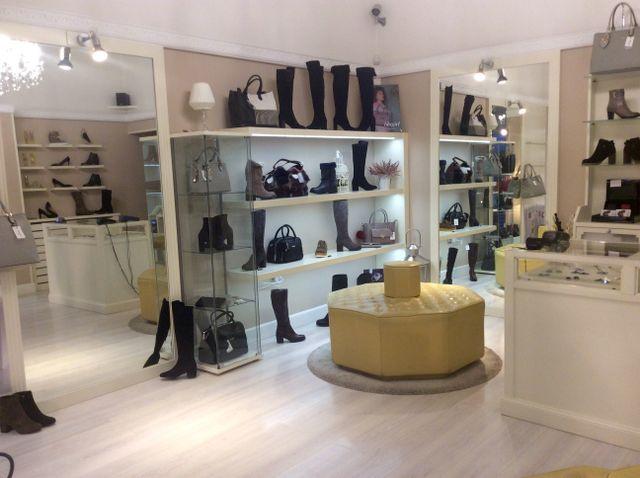 Vista interna del negozio Spinelli a Firenze