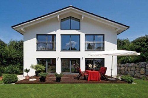 villa bianca con giardino,grandi finestre,ombrellone bianca,tavola rossa