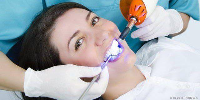 Schnellere Zahnaufhellung mit Licht-Aktivierung