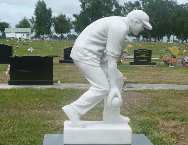 Statue of an cricketer