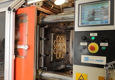 un macchinario per la produzione della gomma