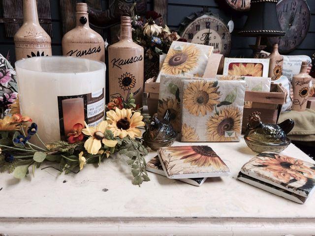 Kansas gifts, kansas napkins, sunflower napkins, Kansas bottles