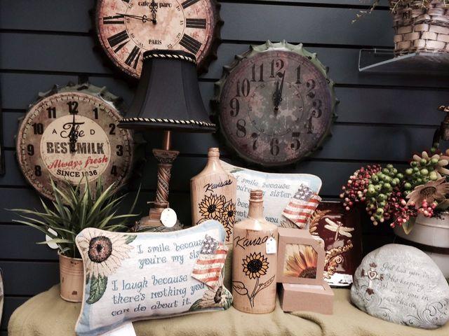 Decorative clocks, bottle cap clocks