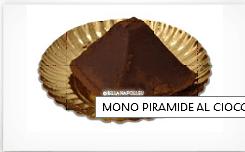 una mono piramide al cioccolato