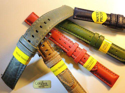 dei cinturini in pelle di orologi da polso di diversi colori