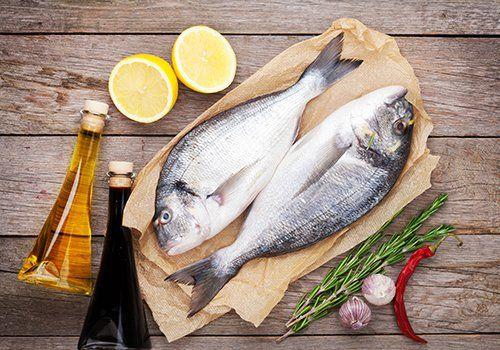 Ingredienti per cucinare pesce alla lastra