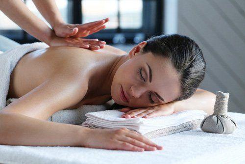 Massaggio estetico all'Estetika Luana a Ora
