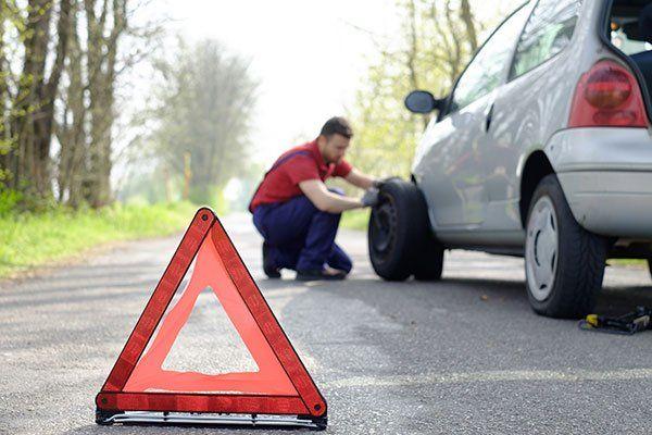 Triangolo di pericolo per guasto in strada