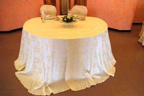 Tavolo allestito per un ricevimento