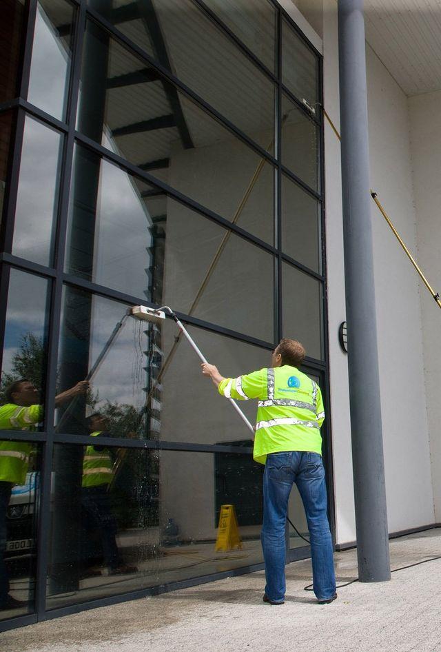 Lavaggio vetrate e tensostrutture