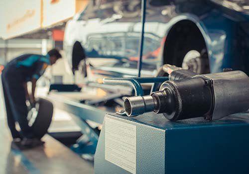 Cambiando i pneumatici del veicolo