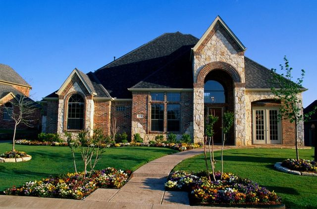 House with attractive landscape design in Orange Beach, AL