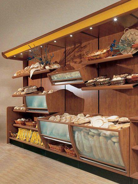Banco di parete di panetteria con diversi pani