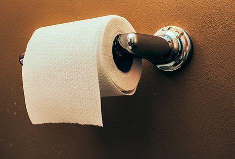un rotolo di carta igienica