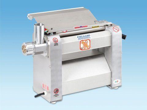 Professional pasta dough roller