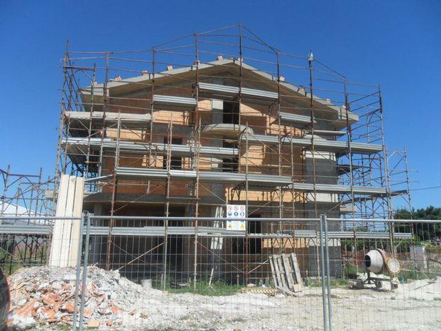 ponteggi edilizia, noleggio attrezzature, montatura di ponteggi