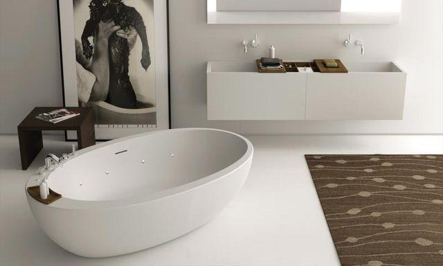 bagno con vasca ovale minimal