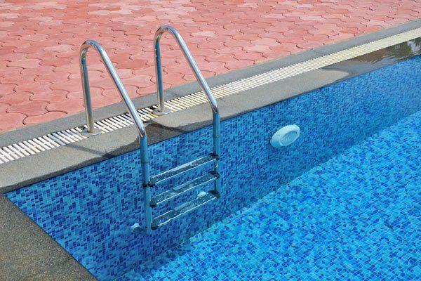 Vinyl liner repair in boise id budget pool spa tech inc for Swimming pool contractors boise idaho