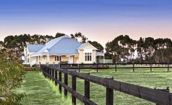 Country style homes with verandahs country style verandahs for Homes with verandahs all around