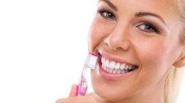 cura dei denti, consulenza sulla pulizia della bocca, denti bianchi