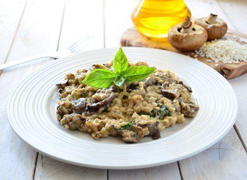piatto di risotti ai funghi