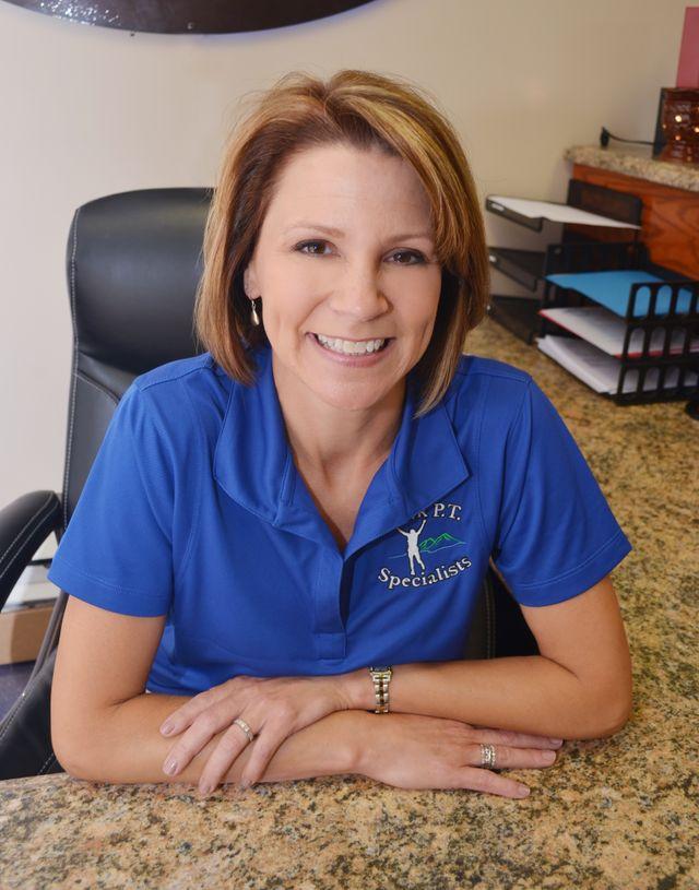 Ozark PT Specialists receptionist at desk