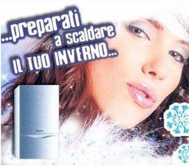 una locandina pubblicitaria con il volto di una ragazza