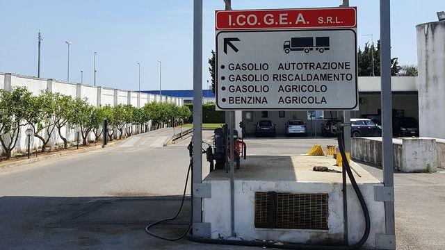 Distributore di benzina- Icogea prodotti petroliferi