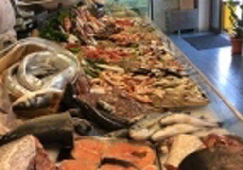pesce fresco in esposizione