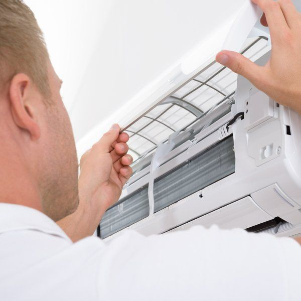 Maintenance work on the air conditioner