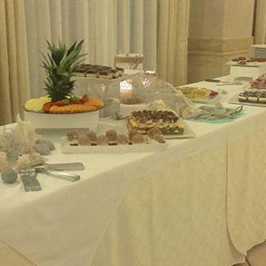 Interno sala ricevimenti per buffet