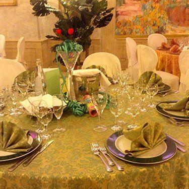 tavola imbandita di verde