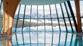 Ampia vetrata per piscina indoor