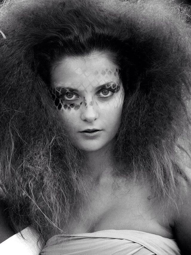 foto di donna con capelli vaporosi