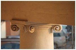 parte finale di un pilastro con decorazione