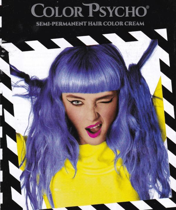ragazza con i capelli blu