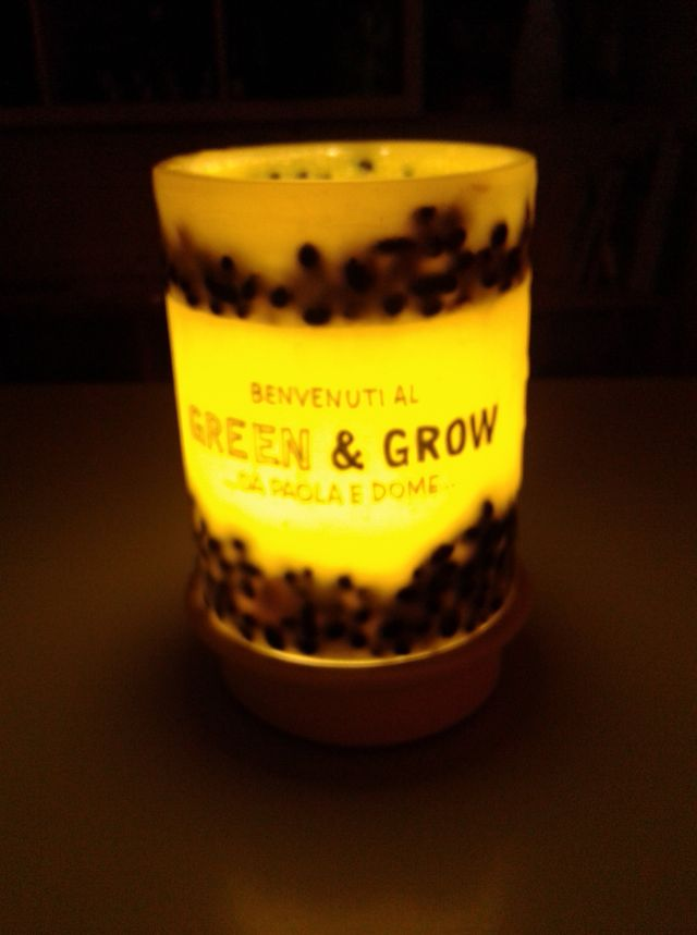 Una candela a marchio Green & Grow