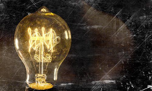 una lampadina gialla