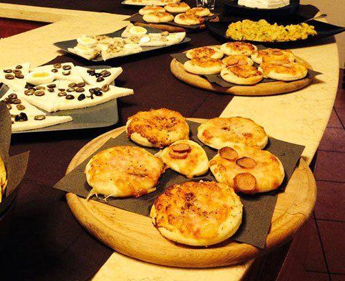 Piatti a base di carne e di pesce per il pranzo al Fuorinorma Cafe' - Bar Pizzeria a Provaglio D'Iseo