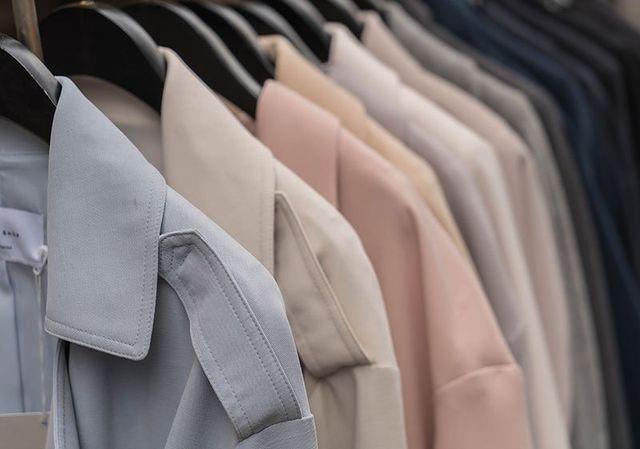 Le attività legate alla lavanderia speciale comprendono lavaggio, asciugatura ed eventuale stiratura affinché i loro camicia luzcan sempre impeccabili